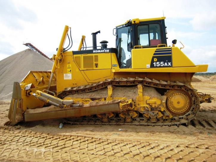 Equipo pesado a usar en la construcción de una carretera