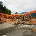 Puente colapsa y se desploma