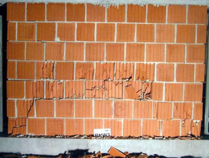 Falla (Spalling) en muro de Fábrica de Ladrillo