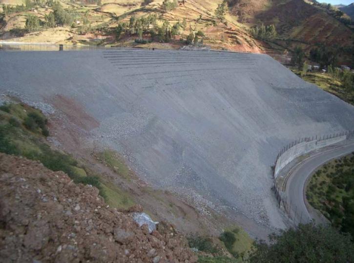 1 Muros y Taludes Reforzados con Geosintéticos