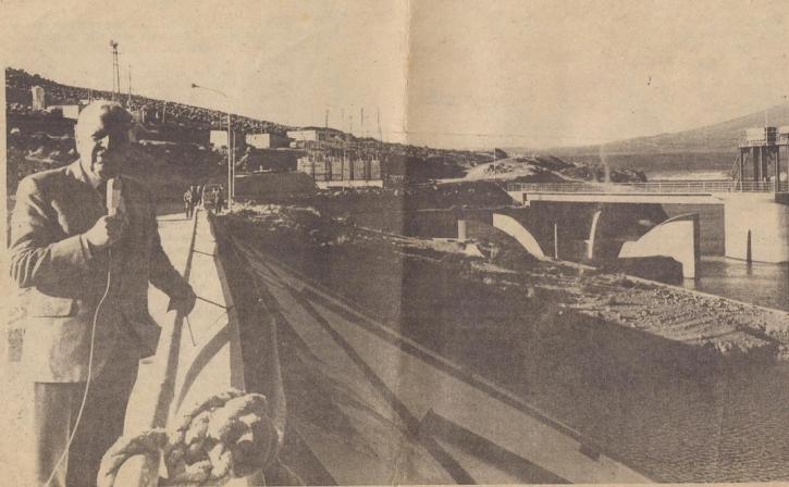 La represa de Aguada Blanca, que se mandó construir en el primer gobierno de Belaunde, ha tenido legítima descendencia: La central hidroeléctrica Charcani V, que moverá sus aguas.